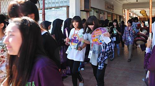 Satu Rombongan Pelajar dari Yong Ho High School , Korea dan SM St